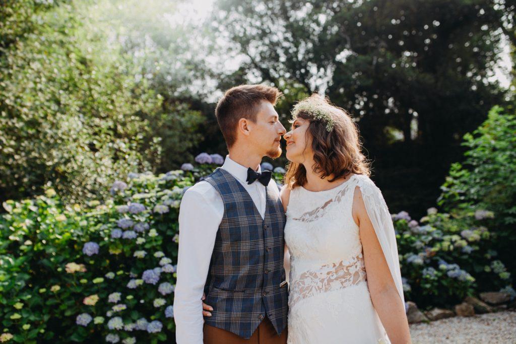 Mariés au cocktail de leur mariage