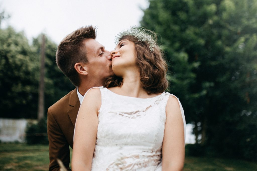 Photos de couple mariage bohème et vegan